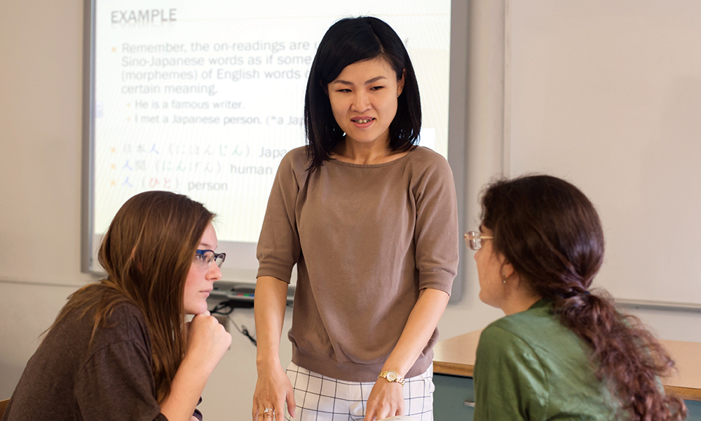 Dr. Tomoe Nishio teaching Japanese to a classroom of UNG students.