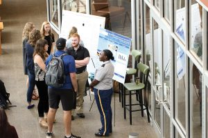 Undergraduate students present research at state conference